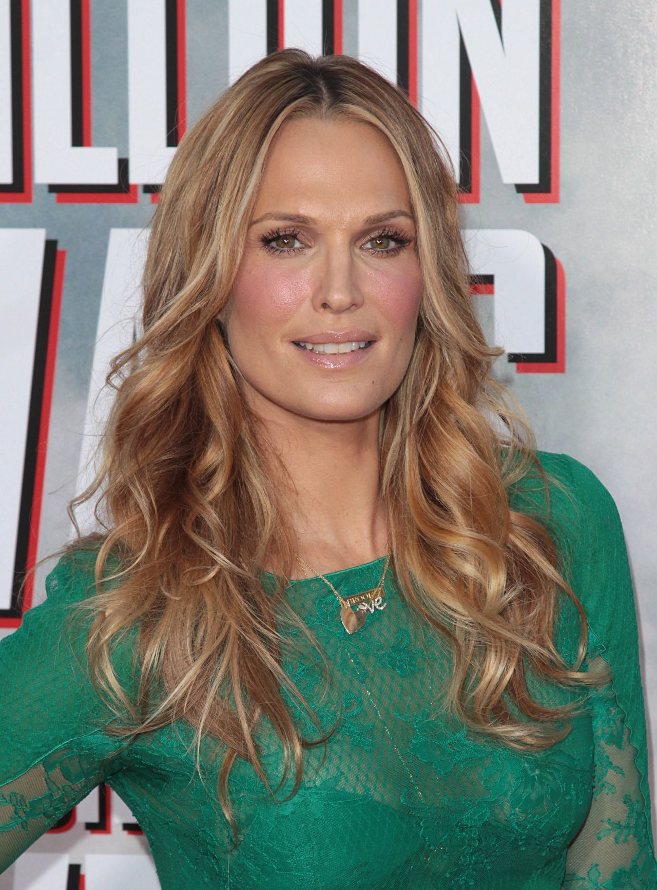 Molly Sims On Red Carpet A Million Ways To Die In The