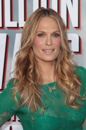 Molly Sims on Red Carpet -