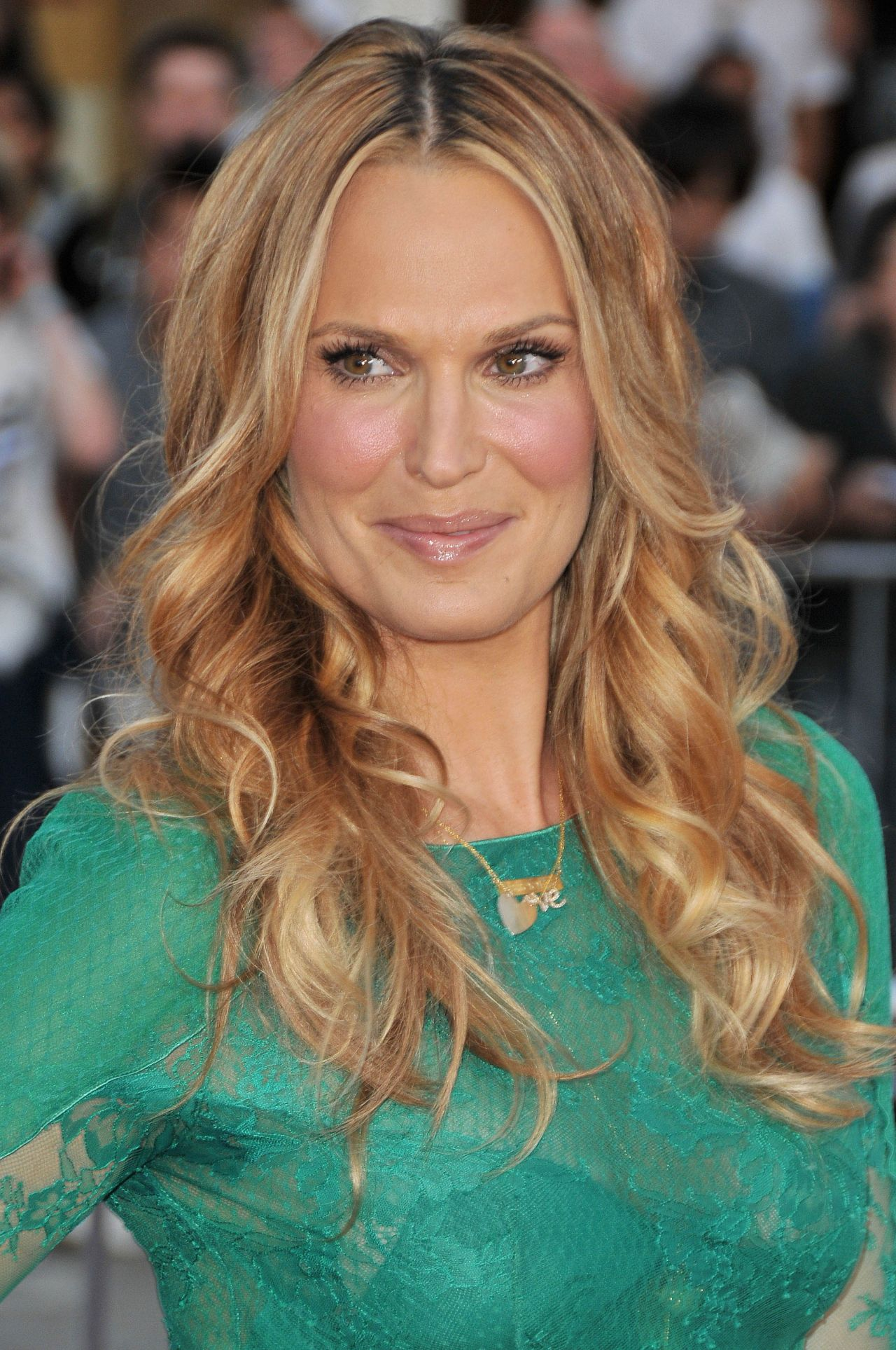 Molly Sims on Red Carpet - 'A Million Ways To Die In The ...