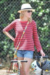 Naomi Watts Street Style- Brentwood Farmer