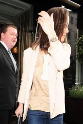 Pippa Middleton in jeans - Leaving the