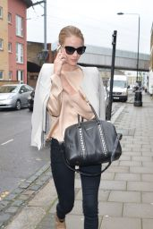 Rosie Huntington-Whiteley - Arriving at a Studio in London - May 2014