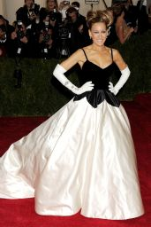 Sarah Jessica Parker in  Oscar de la Renta Gown at 2014 Met Costume Institute Gala
