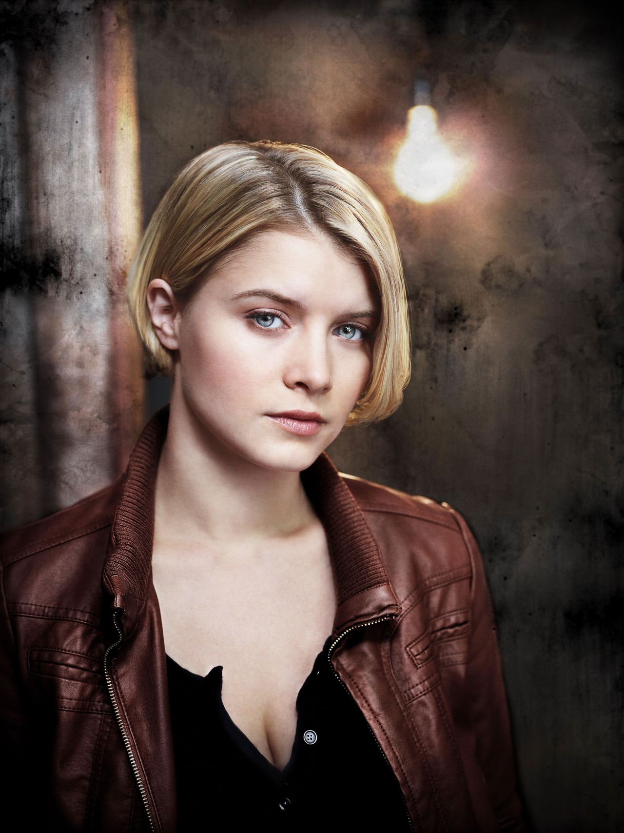 sarah jones - fox drama 'alcatraz' promoshoot