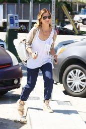 Sarah Michelle Gellar Street Style - April 2014