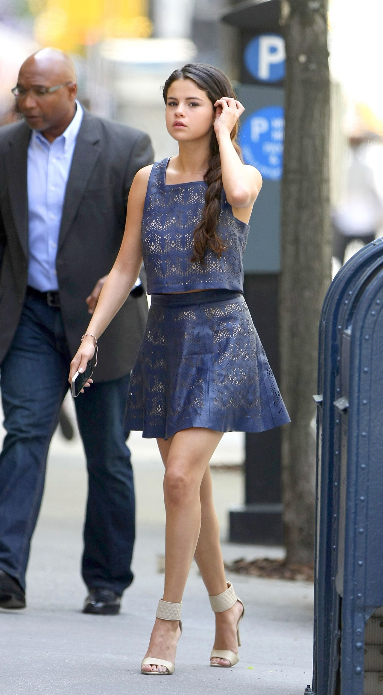 selena gomez casual style out in new york city may 2014