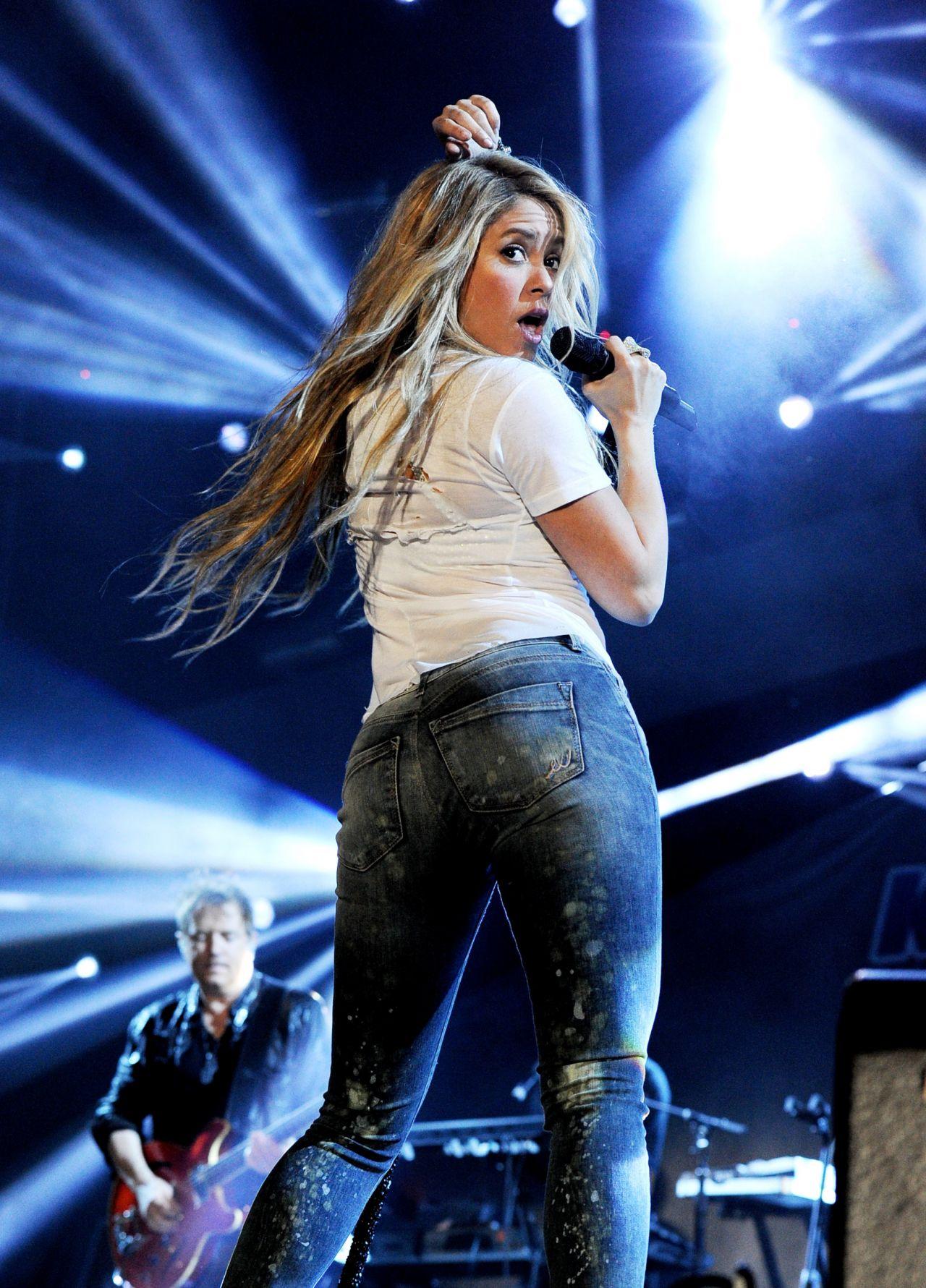 Shakira 102 7 Kiis Fm S 2014 Wango Tango In Los Angeles