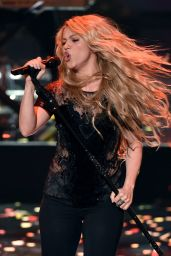 Shakira - 2014 iHeartRadio Music Awards