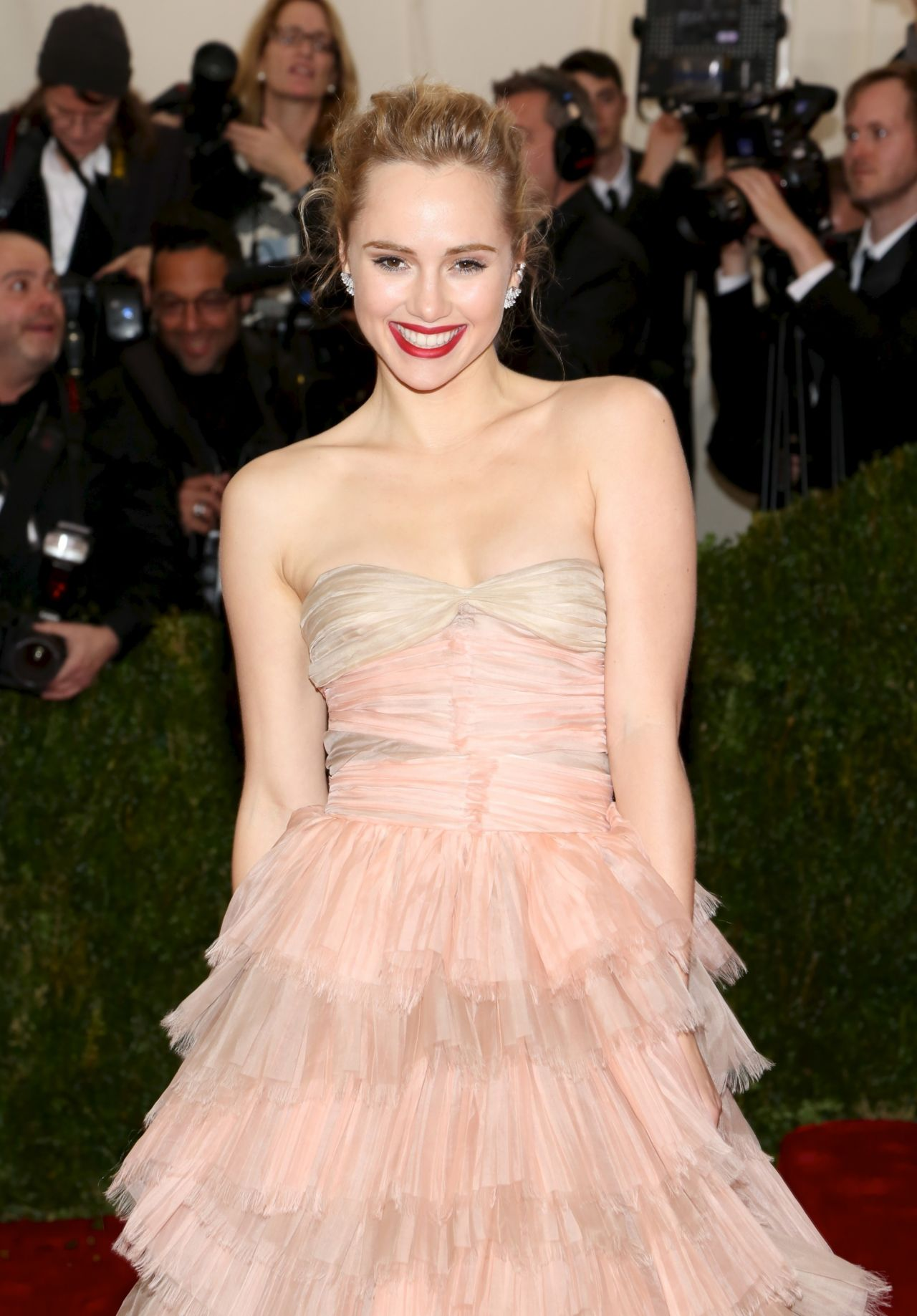 Suki Waterhouse Wearing Burberry Gown – 2014 Met Costume Institute Gala