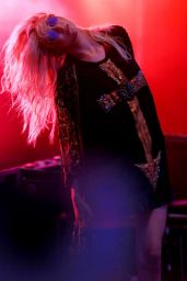 Taylor Momsen Performing at