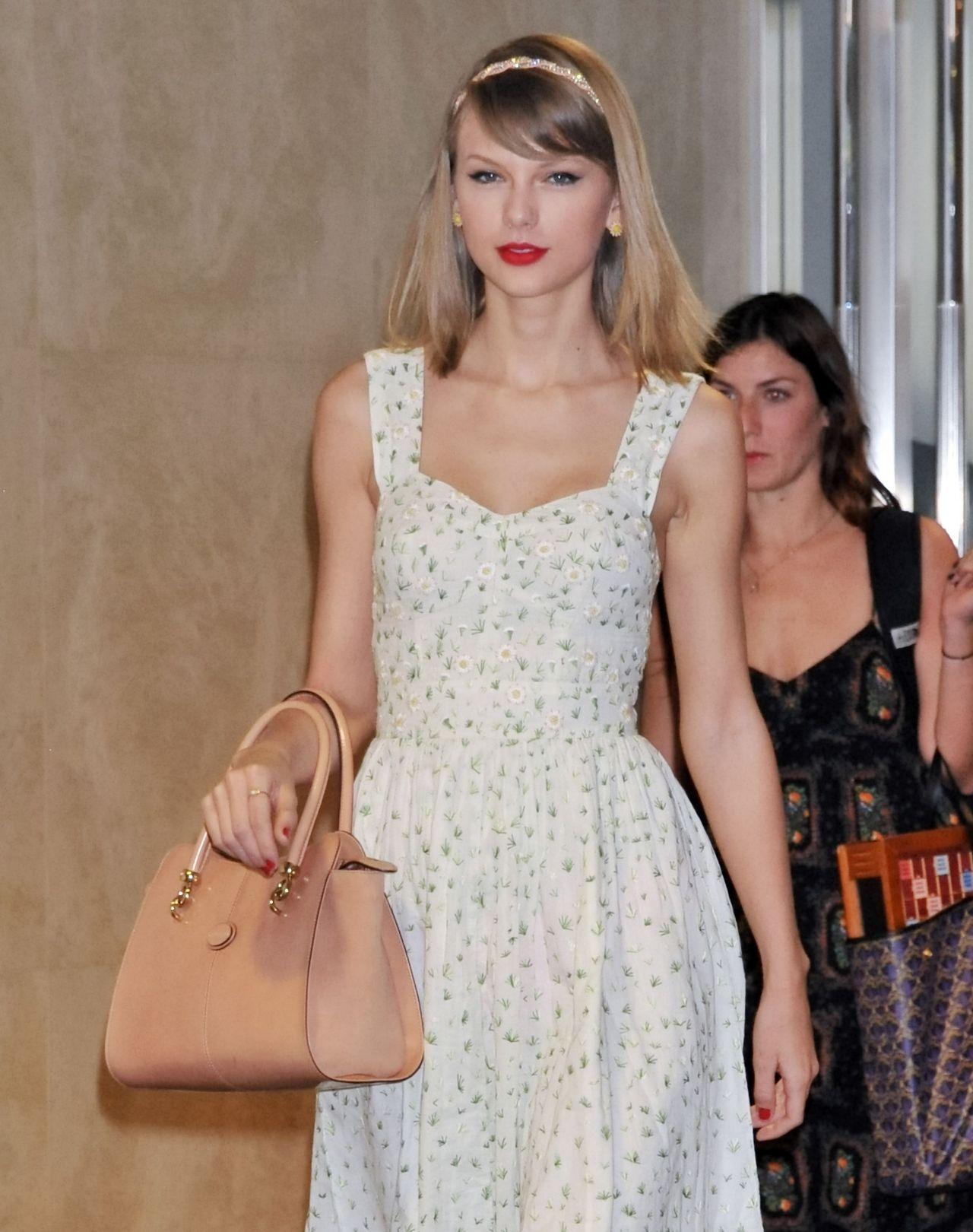 Taylor Swift Performing in Shanghai - May 2014 |Taylor Swift May 2014