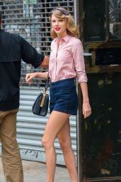Taylor Swift in NYC - Stops By A Gym - May 2014