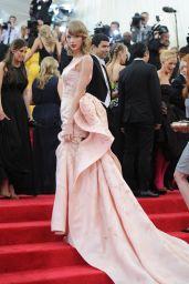 Taylor Swift in Oscar de la Renta Satin Gown – 2014 Met Costume Institute Gala