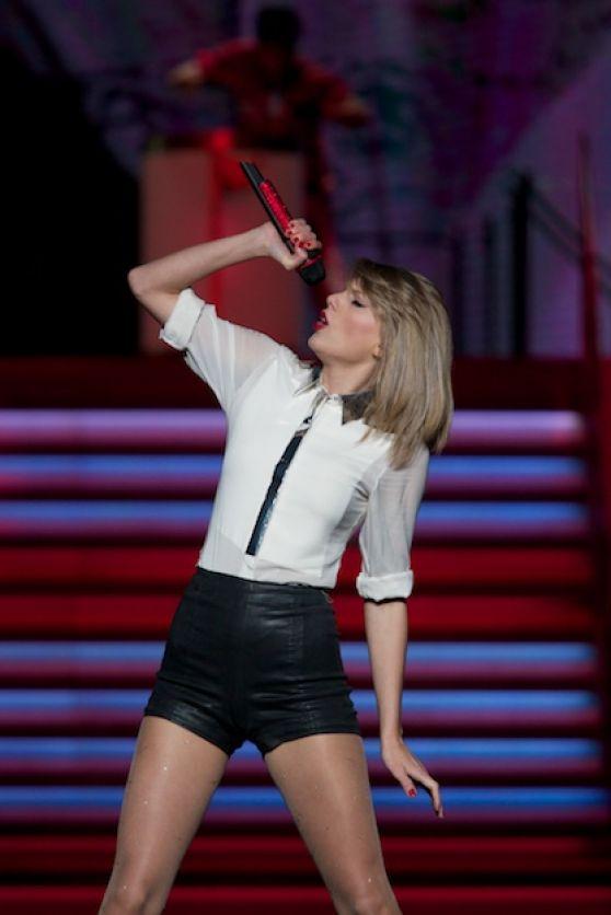 Taylor Swift – 2015 Billboard Music Awards in Las Vegas |Taylor Swift May 2014