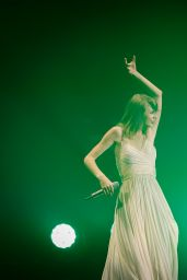 Taylor Swift Performing Live in Shanghai – May 2014 ... |Taylor Swift May 2014