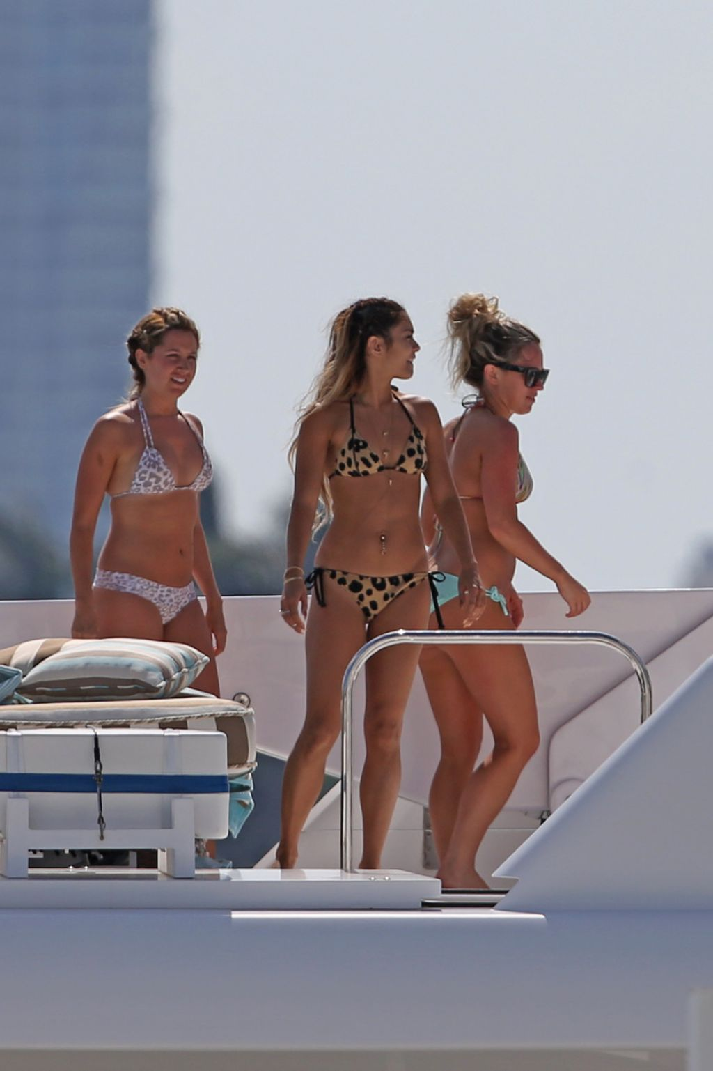Vanessa Hudgens Amp Ashley Tisdale Bikini Candids On A