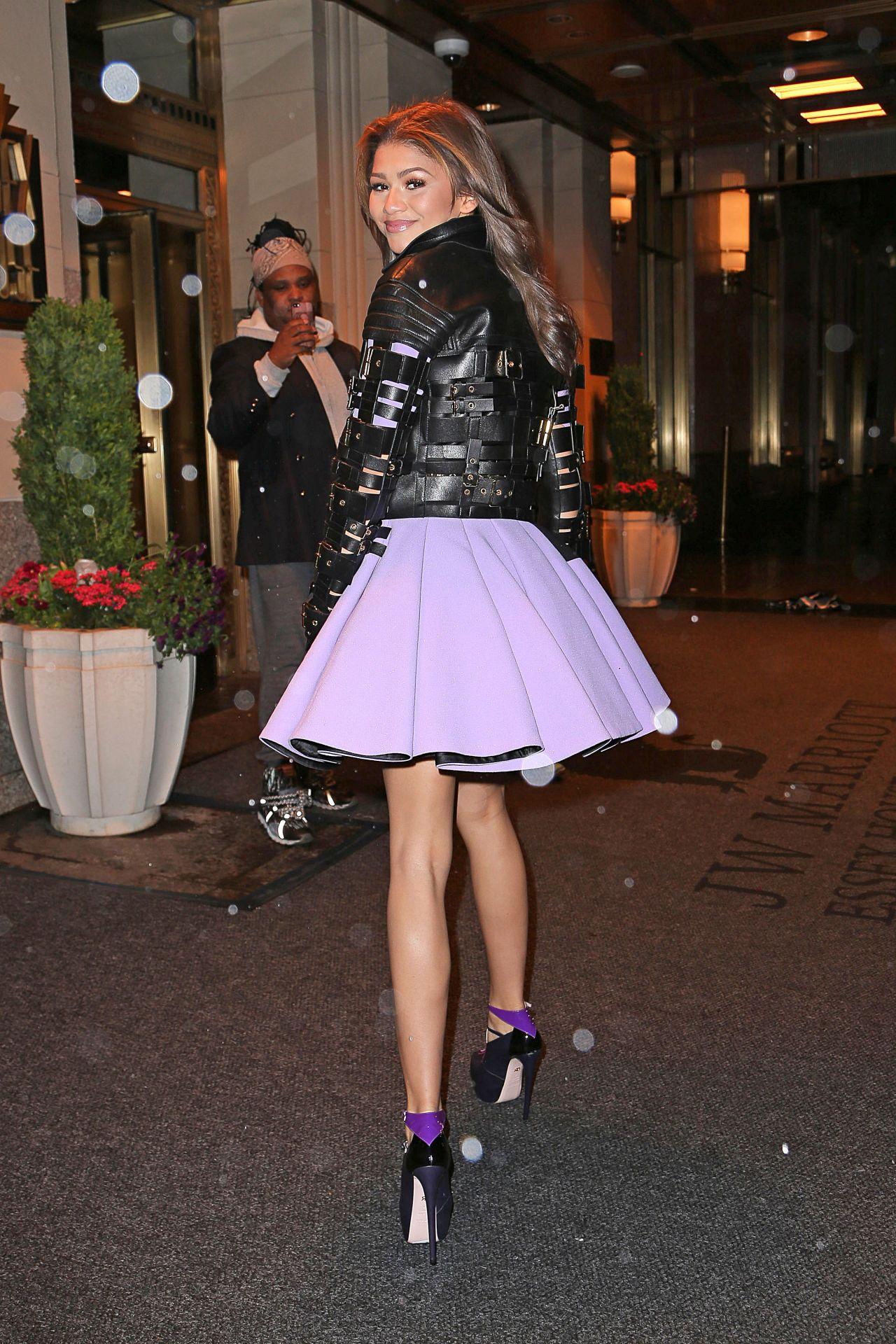 Zendaya Coleman Leggy In Mini Skirt Going To Dinner In