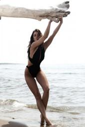 Catrinel-Menghia-bikini-1