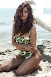 Catrinel-Menghia-bikini-4