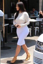Kim-Kardashian-june2014-05