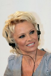 Pamela-Anderson-2014_03