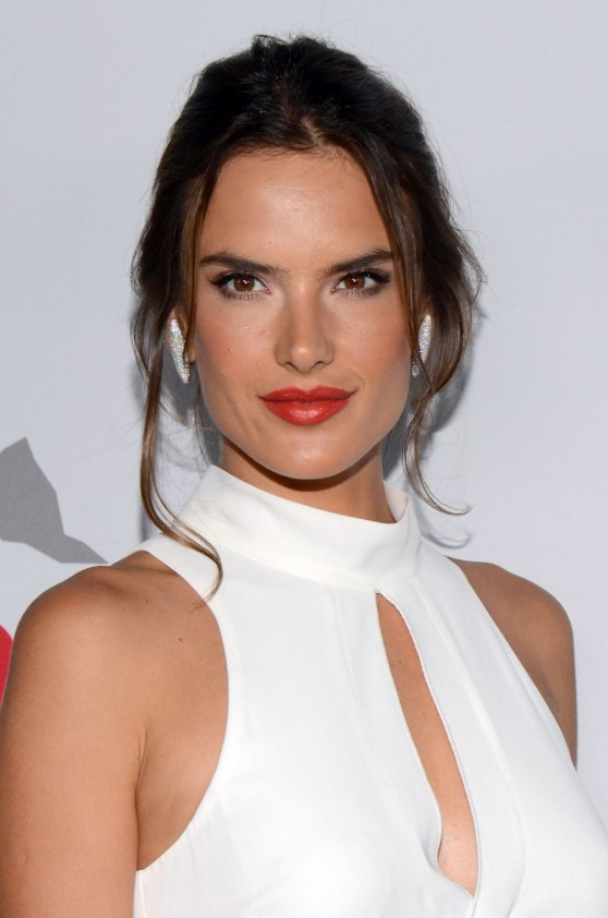 alessandra-ambrosio-at-pathway-to-the-cure-for-breast-cancer-event-in-santa-monica-june-2014_7
