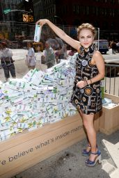 AnnaSophia Robb at Tom