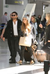 Ariana Grande at Pearson International Airport in Toronto - June 2014