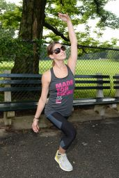 Ashley Greene - Oakley New York Mini 10K Race - June 2014