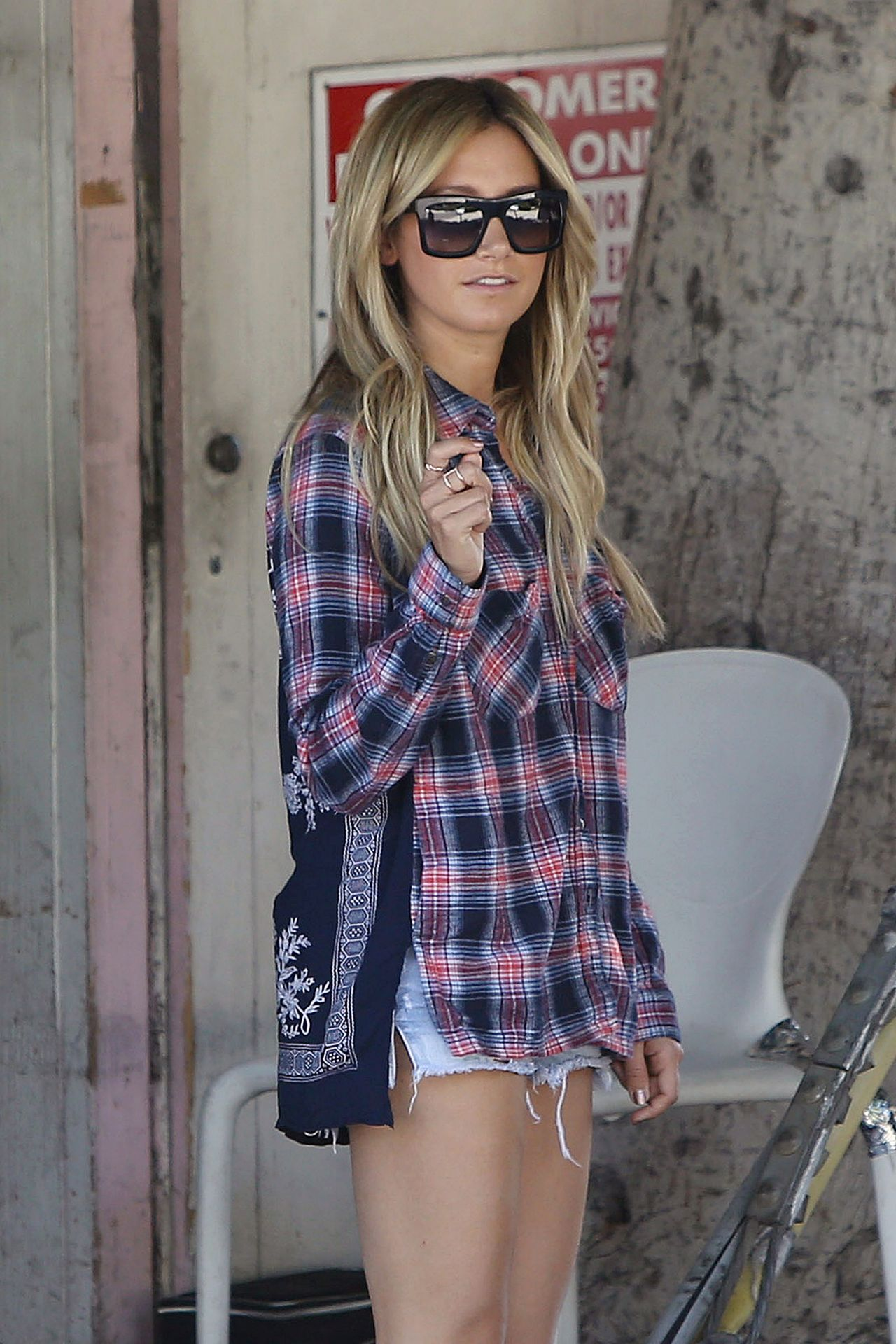 ashley tisdale dating 2014 The film, which also starred ashley tisdale in march 2014, efron engaged in a fight with a homeless man in skid row (seth rogan vs zac efron.