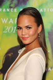 chrissy-teigen-fragrance-foundation-awards-2014_2