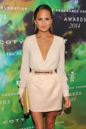 chrissy-teigen-fragrance-foundation-awards-2014_3