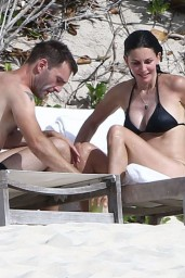 courteney-cox-wearing-a-bikini-on-the-beach-in-turks-and-caicos-june-2014_16