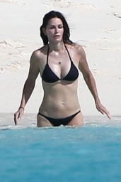 courteney-cox-wearing-a-bikini-on-the-beach-in-turks-and-caicos-june-2014_3