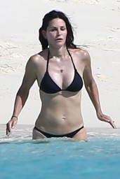 courteney-cox-wearing-a-bikini-on-the-beach-in-turks-and-caicos-june-2014_6