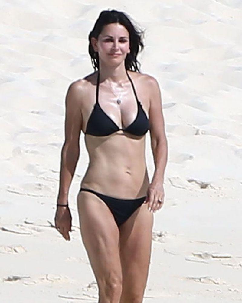 hot women in mini skirt nude