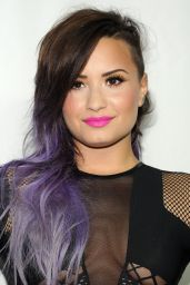 Demi Lovato - Logo TV