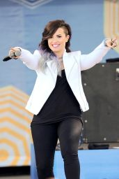Demi Lovato Performing on