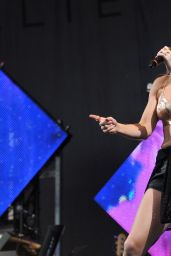 Ellie Goulding Performs at Glastonbury Festival - England, June 2014