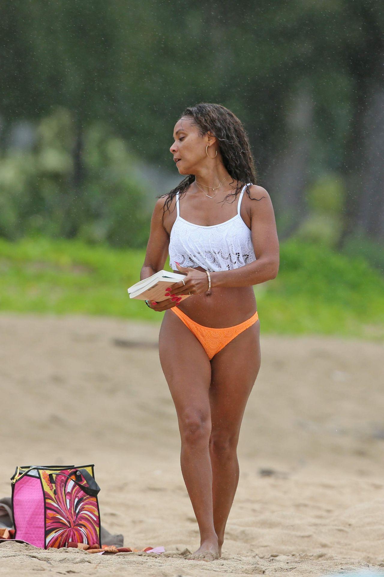 Jada Pinkett Smith Bikini Candids Hawaii June 2014