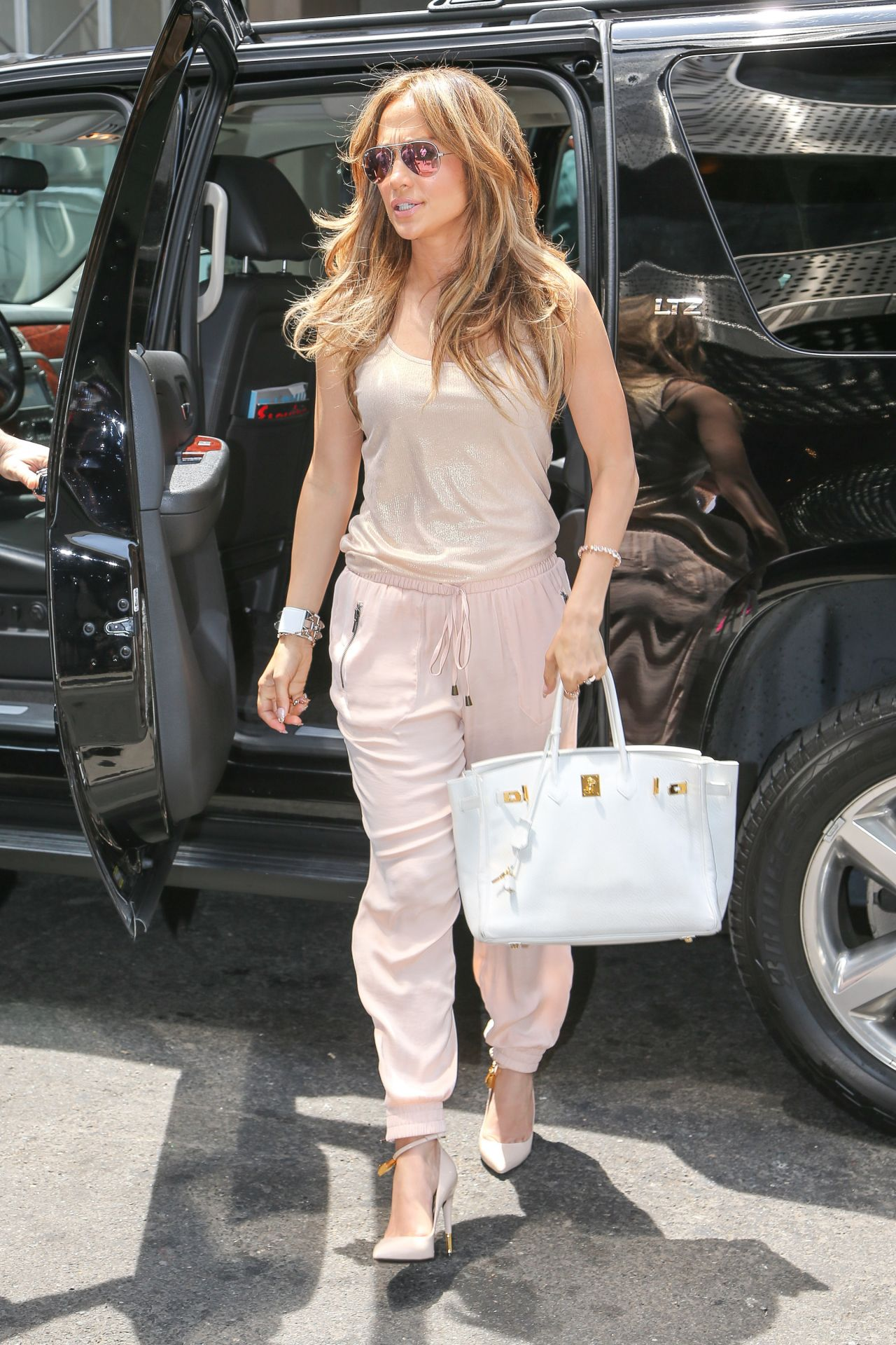 f668e1002c1e Jennifer Lopez Casual Style – Out in New York City – June 2014