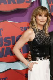 Jennifer Nettles Wearing Halston Heritage - 2014 CMT Music Awards