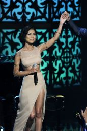 Jhene Aiko Performs at 2014 BET Awards