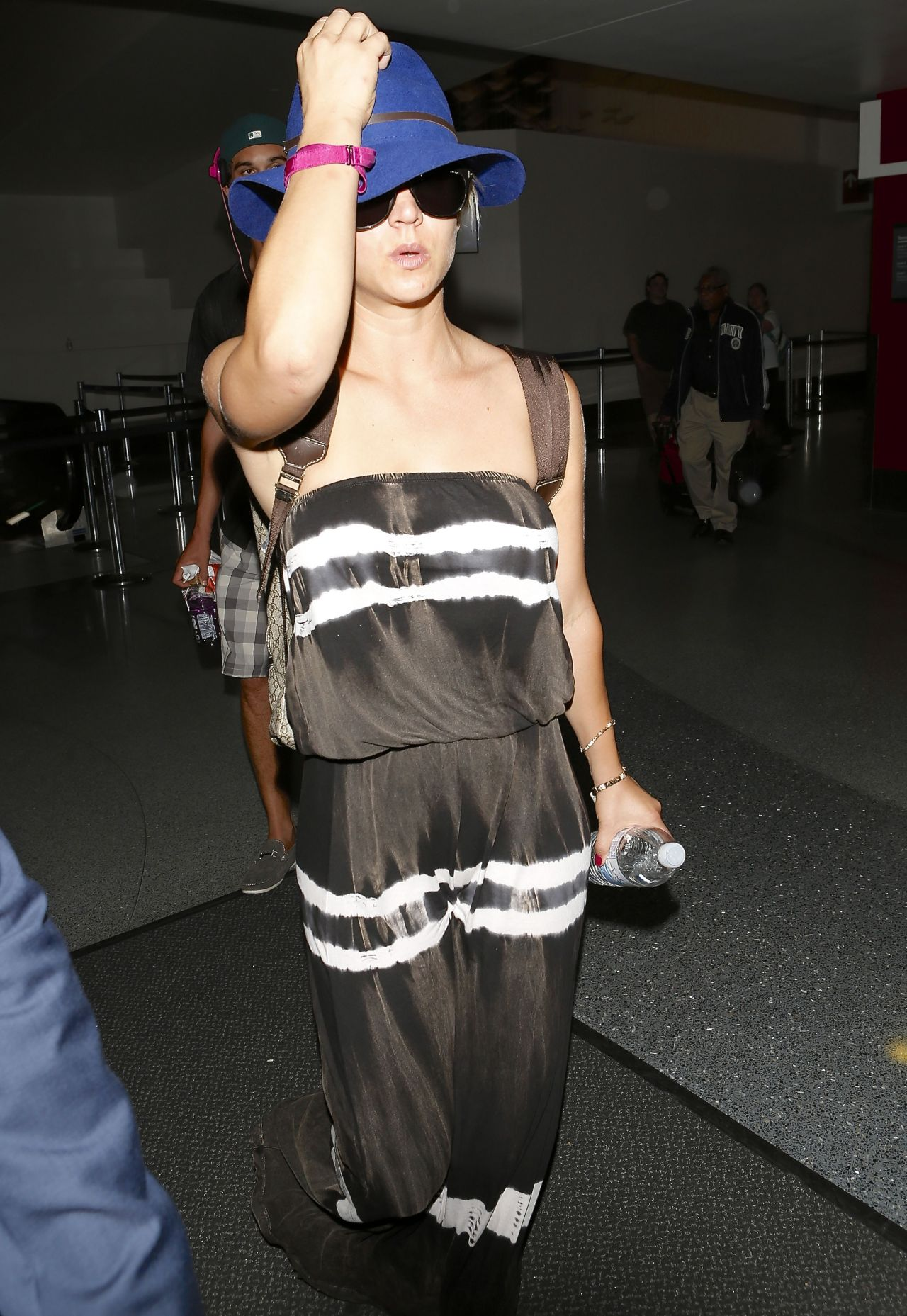 Kaley Cuoco in a Tube Dress at LAX Airport in Los Angeles - June 2014