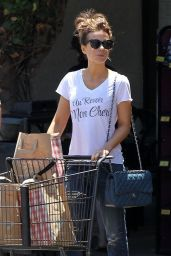 Kate Beckinsale Street Style - at Gelson