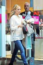 Kate Hudson Street Style - Out Shopping With Fiancé - May 2014