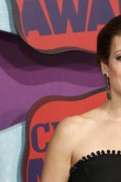 Kate Walsh Wearing Naeem Khan Gown – 2014 CMT Music Awards in Nashville