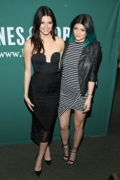 Kendall Jenner & Kylie Jenner - Barnes & Noble Union Square - June 2014