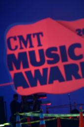 Kristen Bell - 2014 CMT Music Awards Rehearsals