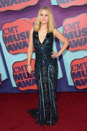 Kristen Bell in Zuhair Murad Gown - 2014 CMT Music Awards in Nashville